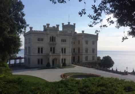 Castello di Miramare via flavia.jpg