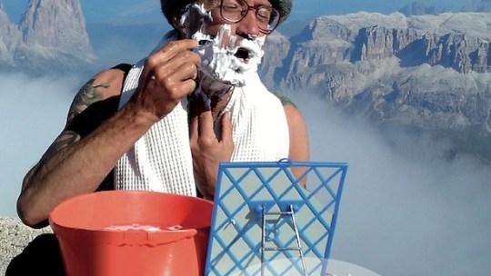 """""""Ho deciso di lasciare la fabbrica e venire ad abitare a 3343 m, sulla Marmolada!"""" – Parla la Sentinella delle Dolomiti: Carlo Budel"""