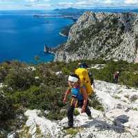 Gli 8 benefici del trekking: ecco perché è importante mettersi in cammino.