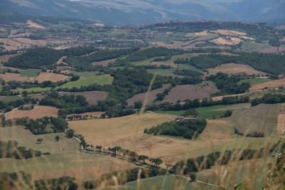 Cammino Terre Mutate Tappa 2 Matelica Pioraco Camerino paesaggio e campi