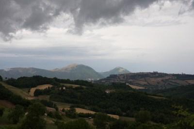 Cammino Terre Mutate Tappa 3 Camerino Fiastra il paesaggio