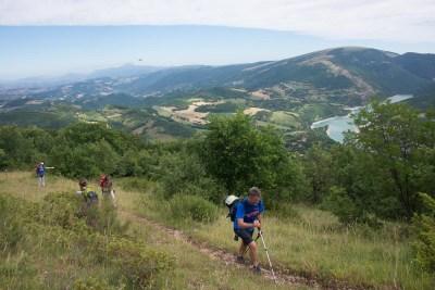 Cammino Terre Mutate Tappa 4 Fiastra Ussita camminatori vista lago di fiastra