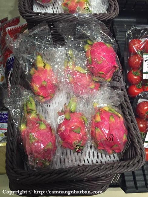 Thanh Long Việt được bày bán trong siêu thị Nhật Bản