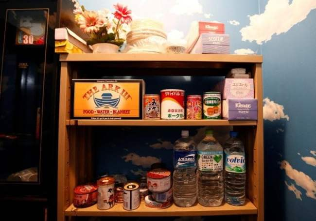 Đồ ăn, nước uống cũng được chuẩn bị đầy đủ trong căn phòng mẫu ở nhà ông Nishimoto.