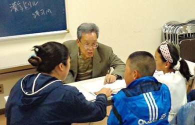 Lớp ban đêm ở Nhật giúp các học sinh nước ngoài thích nghi tốt hơn cho việc học ở trường. Ảnh: nippon.com
