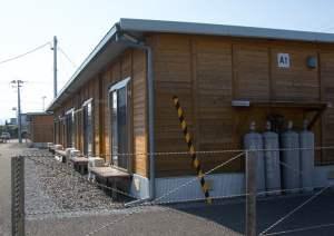Nhà tạm cư ở Tomioka dành cho những người ở thành phố Fukushima phải di dời do sóng thần. Ảnh chụp vào ngày 23/5/2016. Ảnh: Getty.