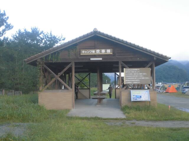 気比の浜キャンプ場の炊事棟