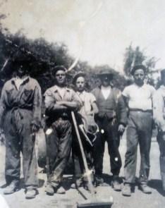 Pietro con I suoi compagni sui lavori stradali