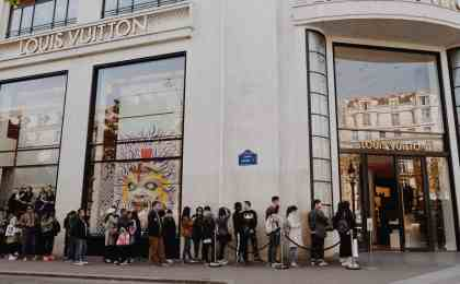 black friday email sequences gets people lining up