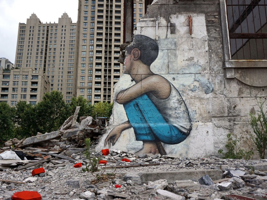 Murals-of-Faceless-Figures-Seth-8-cotw