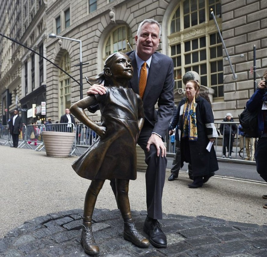 Mayor Bill de Blasio with Fearless Girl