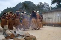 Jovens indígenas durante toré, importante ritual indígena, 2012, por Daniela Alarcon.