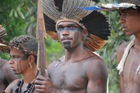 Jovens indígenas durante ritual, 2012, por Daniela Alarcon.