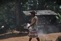 Senhora defumando a aldeia, 2012, por Daniela Alarcon