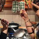 Autofinanziamento, la capo e la vice capo sq. delle Pantere Av1 mentre preparano il tarallo!