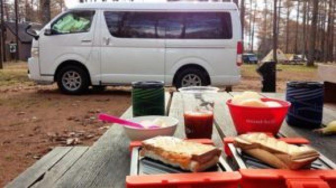 キャンピングカー 朝食 ホットサンド