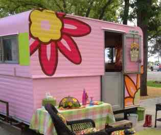 Awesome Vintage Camper Decorations Ideas11