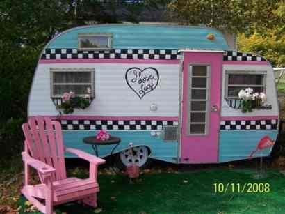 Awesome Vintage Camper Decorations Ideas14