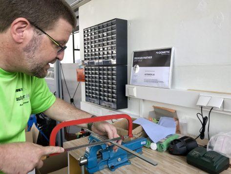 Hier wird gesägt,gefeilt, gebohrt – Handarbeit made by autarker.de