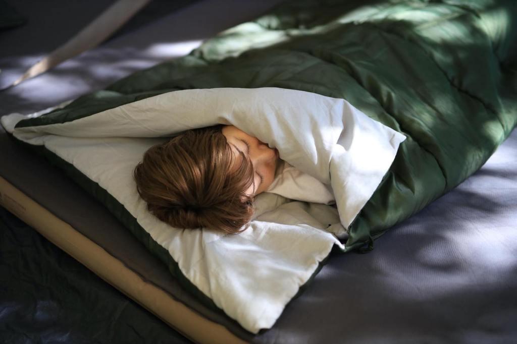 QUICKCAMP_シングルサイズシュラフで睡眠
