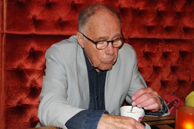 Willem van der Veen verhaalt over vroeger en nu. (Zwolse Courant).