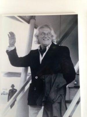 Met open hand, zwaaiend keerde Rafael Alberti terug in Spanje