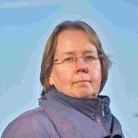 Jacqueline Hasselt zorgde ervoor dat het krantenarchief vol foto's en knipsels bij het Historisch Centrum Overijssel (HCO) terechtkwam. Foto Gerben Rink