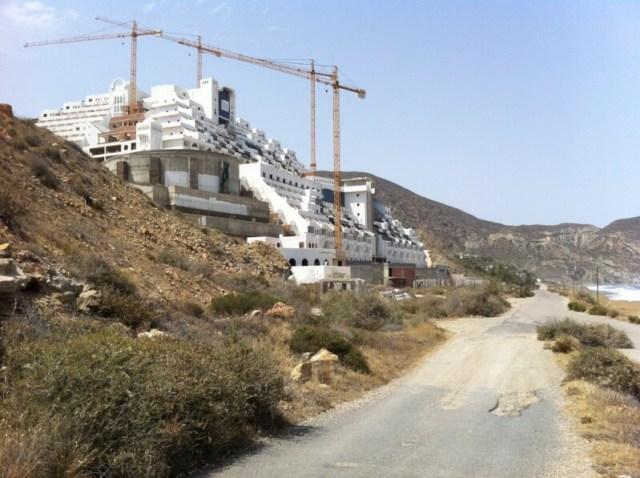 uli 2013. Het lege hotel El Algarrobico dat afgebroken gaat worden. Foto archief Smuikje