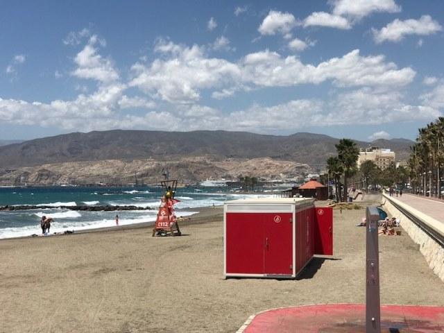 Nr. 11. Het lange en mooie stadsstrand van Almería.