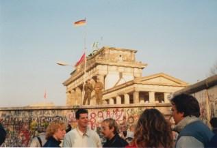 11 November 1989. De Muur is open, maar nog niet gevallen en wij waren erbij.