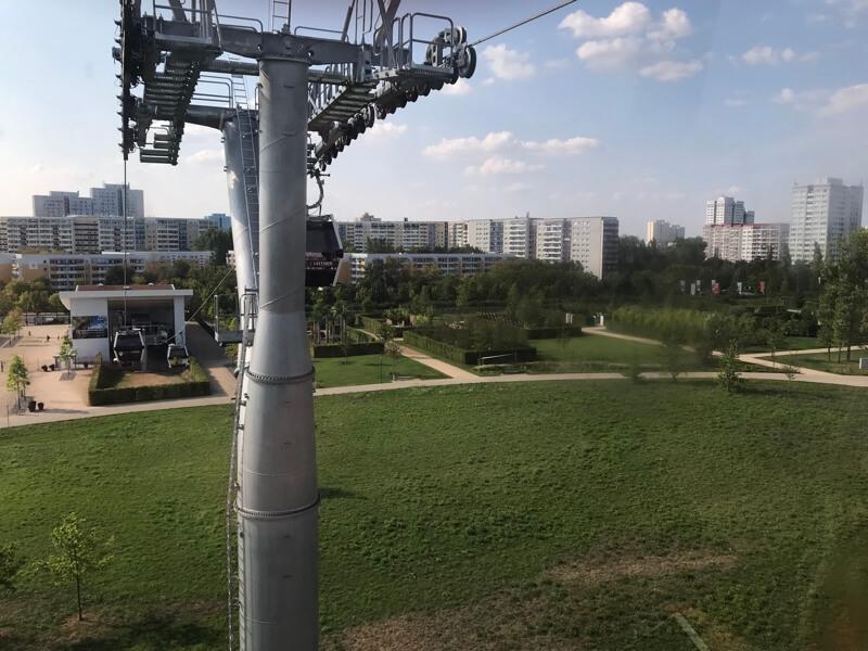 De kabelbaan in het prachtige park Garten der Welt.