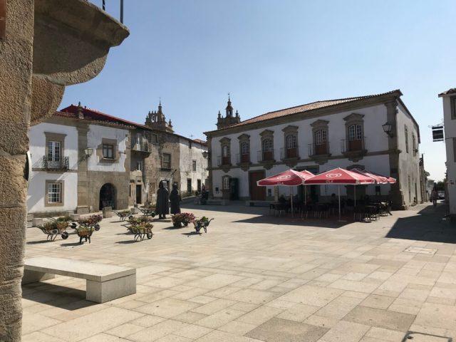Het dorpsplein van Miranda do Douro.