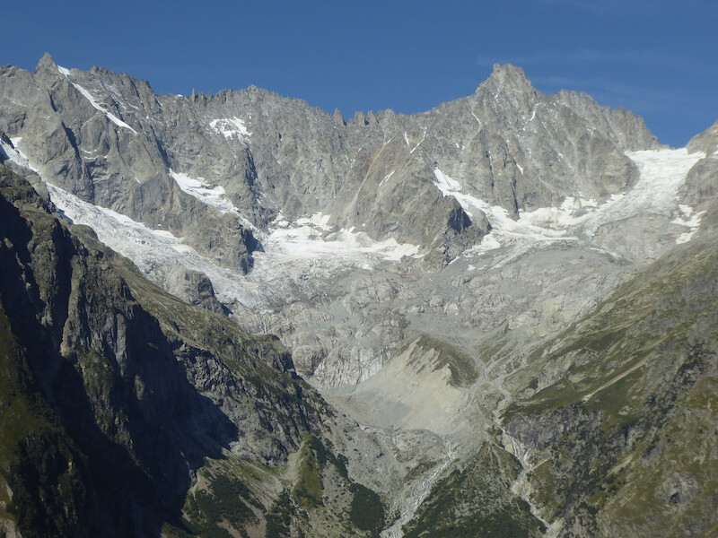De veel kleinere gletsjers nu. Je kunt ze zien vanaf de camping.