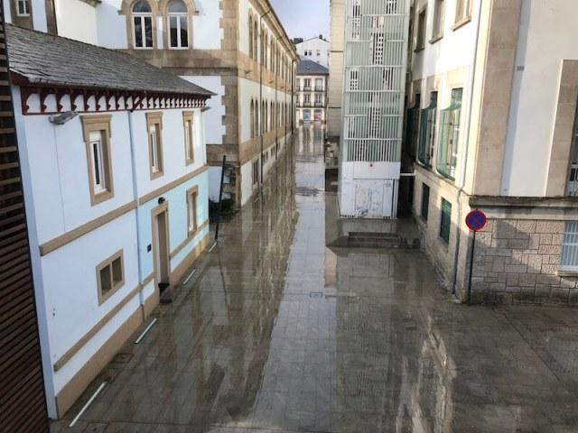 Straat richting Rúa San Marcos, gezien vanaf de Romeinse muur.