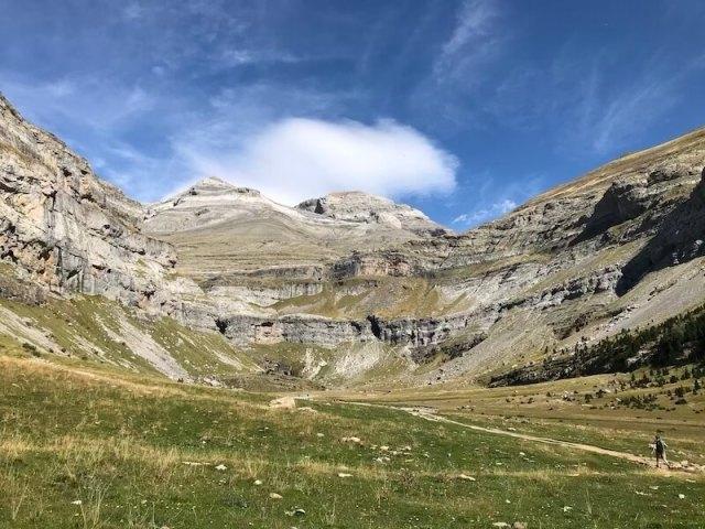 De bergen zijn door de druk uitgesleten.