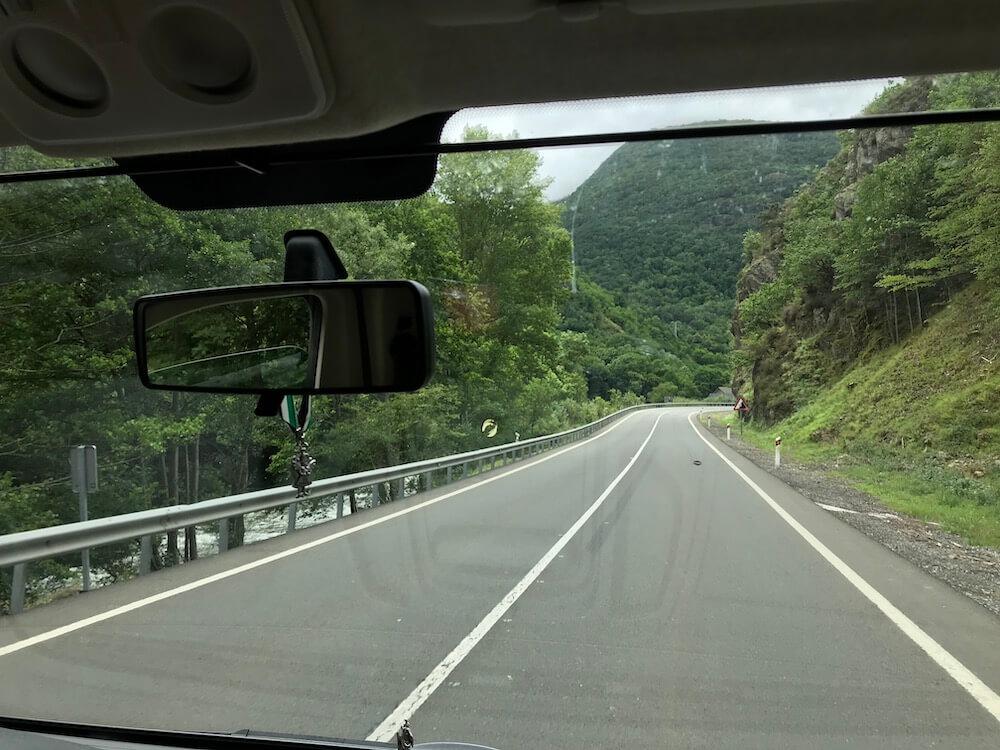 Jaaaaa.... Na een race met de klok haalden we na een reis van 26 uur de Spaanse grens.