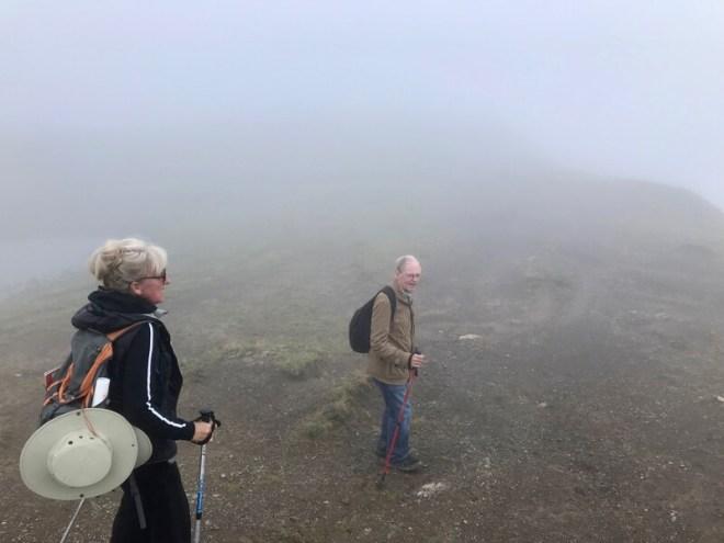 We hebben een soort hoogvlakte bereikt op weg naar de Widdersteinhütte. Alleen het zicht wordt slecht en de temperatuur daalt.