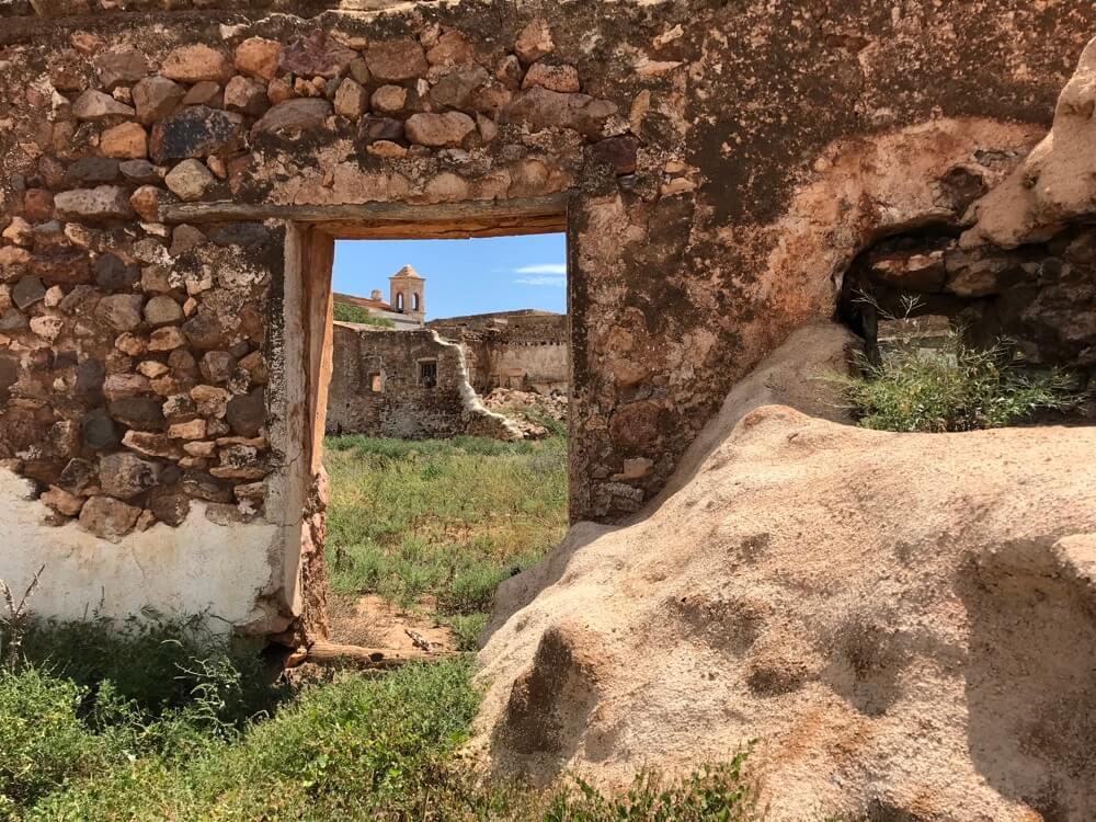 Lorca's beroemdste boek Bloedbruiloft speelde zich af op dit voormalige landgoed Cortijo del Fraile. (Cabo de Gata).