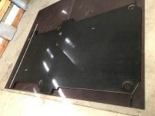 Die alte Bodenmatte dient als Schablone für die neue Ausbau Bodenplatte
