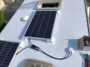 Knaus, Pössel, Hymer teilinegrierter mit Solaranlage 200W 72zellig 4Busbars uaf dem Dach