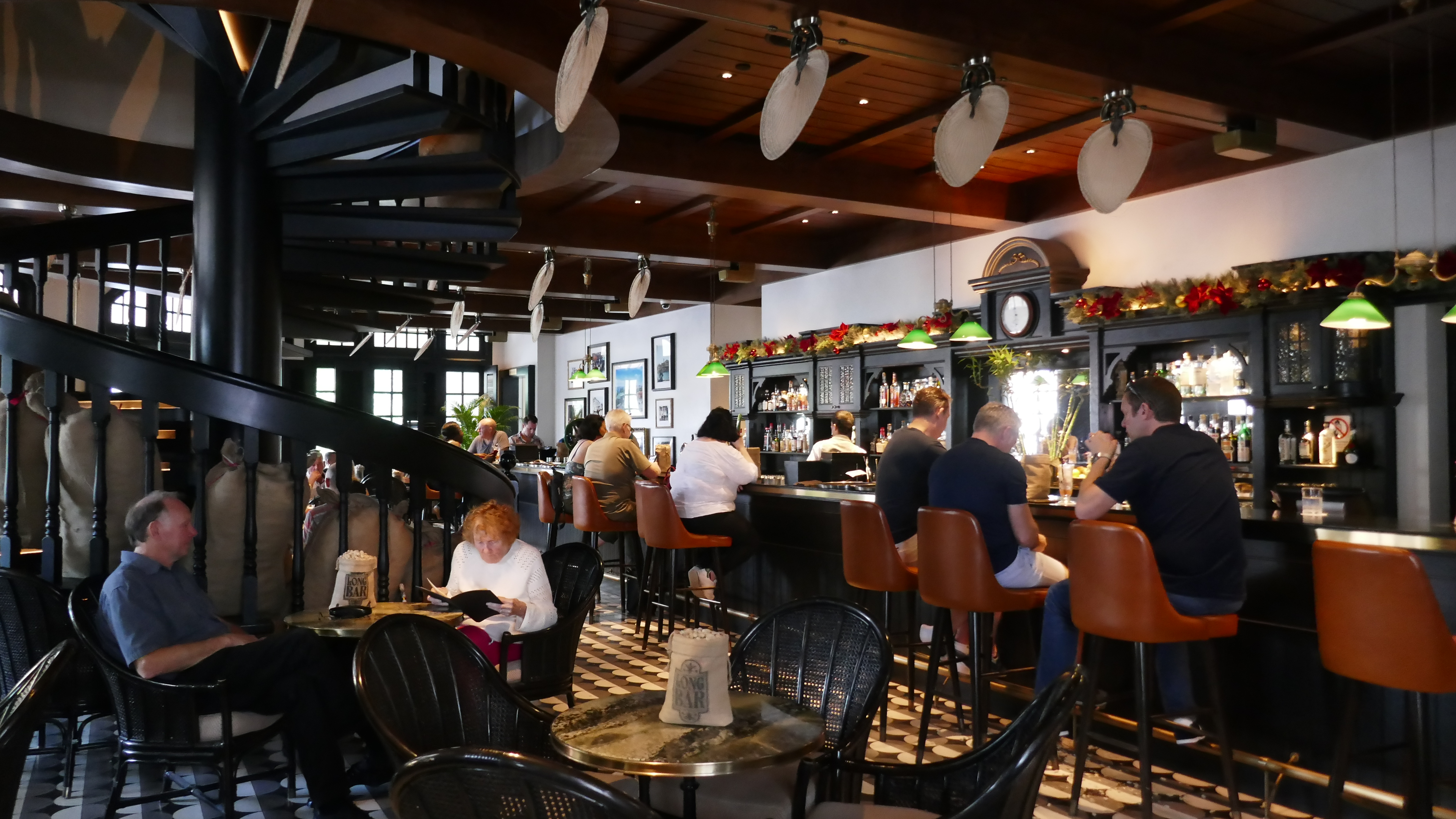 A Stylish Singapore Stopover Raffles Long bar