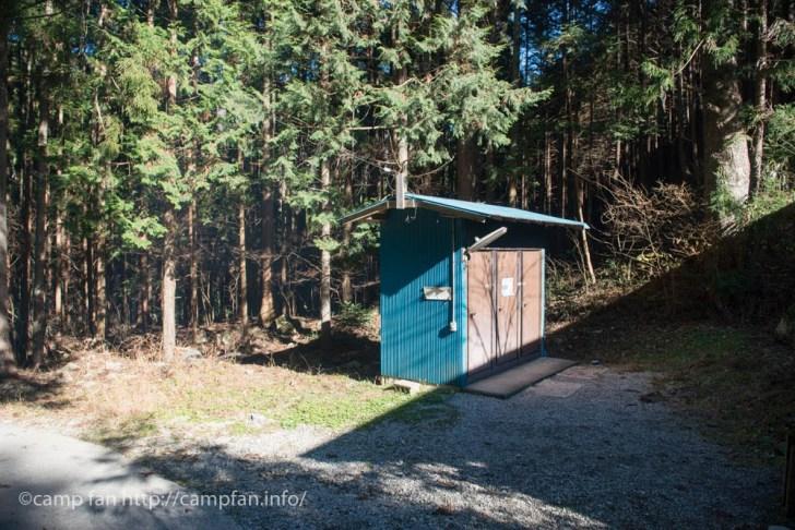 トイレ外観:椿荘