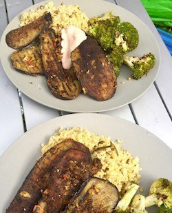 Curry-grilled aubergine with bulgur wheat