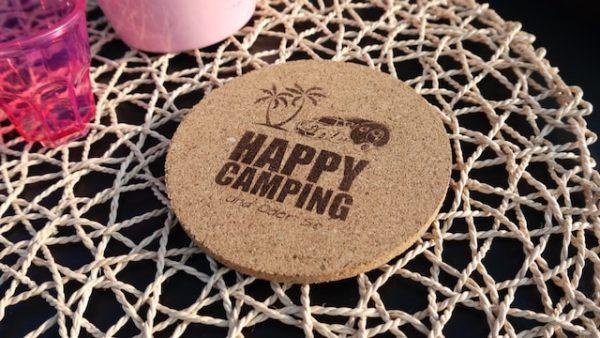 Happy Camping Korkuntersetzer mit Lasergravur