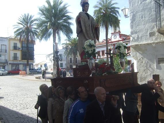 Procesión de San Juan por las calles de Lopera.