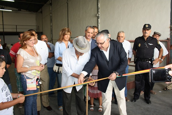 Corte de la cinta inaugural en la Feria de Ganado.