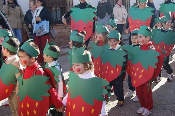 Escolares de Lopera disfrazados para el Carnaval.