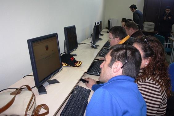 Personas con discapacidad en el curso de informática de Andújar.