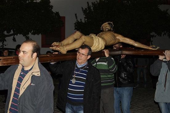 El Miércoles santo hubo silencio y recogimiento en las calles de Lopera.