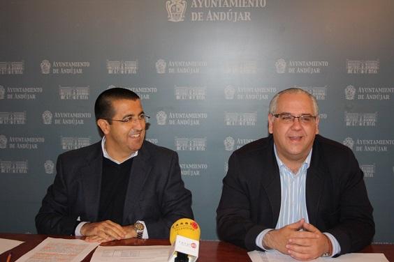 El concejal de Hacienda, Manuel Fernández, junto al alcalde, Jesús Estrella.